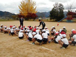 3・4年生江里口さんから走り方を学ぶ
