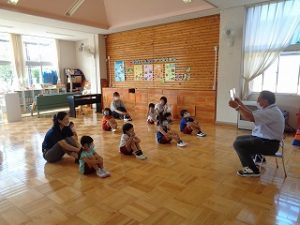 幼稚園の始業式の様子