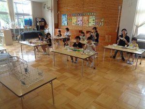 幼稚園の給食の様子
