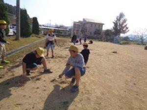 5年生も草引きをしました。