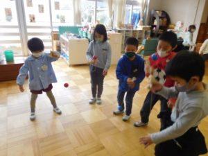 1年生と幼稚園昔遊び交流