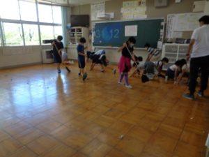大掃除の様子 4年教室