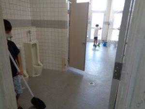 大掃除の様子 4年トイレ掃除